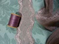 2m,x6cm belle dentelle vieux parme clair +bobine fil assortie