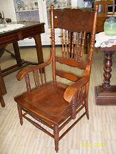 Poltrona/sedia/seggiolone con braccioli in legno. Decorazioni floreali