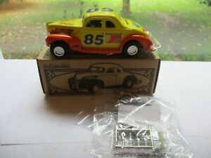 Ertl 1940 Ford Modified Coup Stockcar  Federated Auto Parts #85