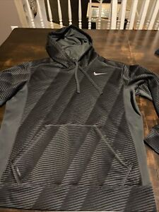 Men's Nike Therma Fit Hoodie - Medium