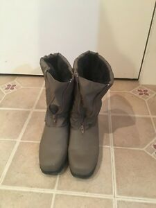Womens Beige Comfortview Snow Boots Size 8 W