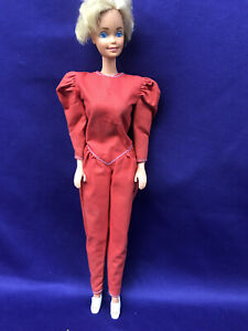 BARBIE DOLL, WEARING ALL RED PANT SUIT, WHITE SHOES. SHORT HAIR. TNT. (BDC-266).
