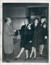 1939 Radio City Music Hall Director R Market Welcomes New Rockettes Press Photo