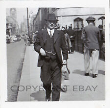 JOHN BLACK - WALIKING PICTURES - photo de rue années 40 argentique 8 x 8 cm