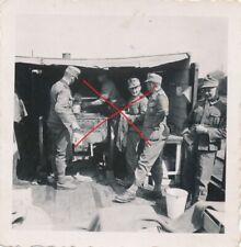 Nr.31197 Foto 2 Wk Deutscher Soldat Orden Feldküche 6 x 6 cm