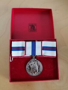 Queen's Silver Jubilee 1977 Medal with Box