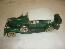 Danbury mint Scale model of a 1932 Cadillac V-16 Sport phaeton, no box