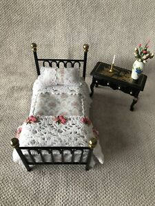 DOLLS HOUSE 1/12 SCALE BLACK AND BRASS SINGLE BED WITH DRESSING TABLE AND STOOL.