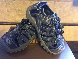 Boys Closed Toe Navy Blue/Camo  Sandals Youth  Boys Size 3 M