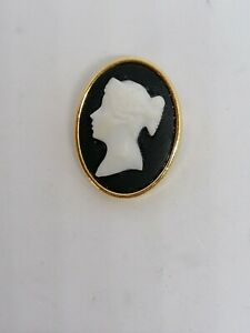 Brooch Gold Tone with Cameo Style Setting Costume Jewellery