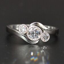 18CT WHITE GOLD TRILOGY GRADUATED DIAMOND RING SIZE O LOT:279