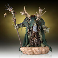 World of Warcraft Guldan Statue Gentle Giant