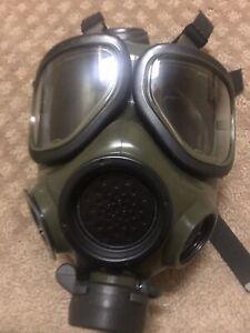 US Military Gas Mask M40A1 Medium.