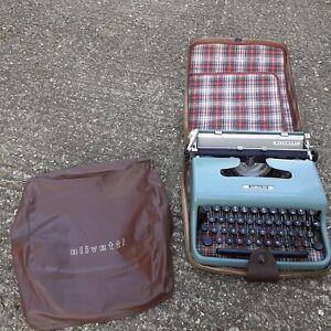 olivetti lettera 22 vintage typrwriter glasgow