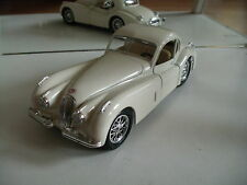 Bburago burago Jaguar XK 120 in White on 1:24