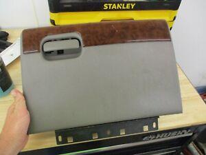 98 99 00 01 02 03 04 CHEVROLET BLAZER S10 GLOVE BOX GRAY WITH WOODGRAIN S-10 OEM
