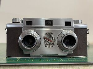 """Vintage Revere """"Stereo 33"""" 35mm Camera, Leather Case and ST24  Flash Gun"""