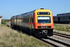 PHOTO  NSW TRAIN LINK ENDEAVOUR RAILCAR 2-CAR DMU NOS 2851/2801 ON A NEWCASTLE I