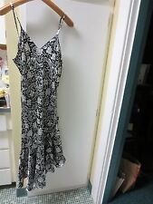 Lady Night Gown White w/Black Flowers SZ LARGE V-Neck sleeveless