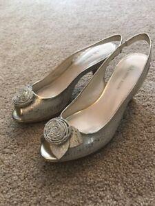 Anne Klein Women's Aketta Gold Snakeskin Peep Toe Slingback Heels Sz 8