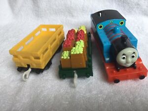 Thomas the tank Engine Trackmaster- Thomas and carriages