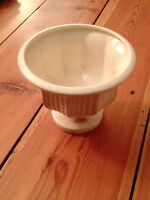 The Haeger Pottery White American Mid-Century Modern Vase with Original Sticker