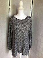 Chelsea & Theodore Women's Plus Size 2XL Black White Sharkbite Sweater Tunic Top