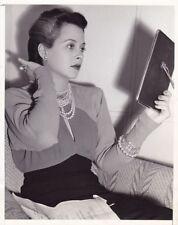 HEDY LAMARR Original CANDID MGM Dressing Room Vintage 1941 Press Photo