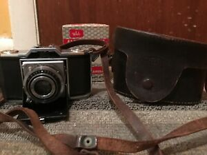 ZEISS IKON IKONTA 35 522/24. 35MM. XENAR 45MM f/2.8. W/CASE.