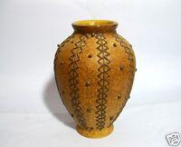 Alte kleine Keramik Vase mit erhabenen Verzierungen bauchige Blumenvase 12,5 cm