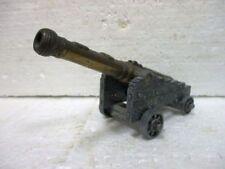 Petit canon en métal