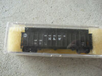 Atlas N Scale Norfolk and Western Hopper Car with Load in Box