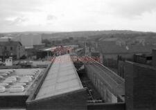 PHOTO  3 CAR DMU SET NO.71 DEPARTING FROM LARNE HARBOUR STATION. 9/73 RR