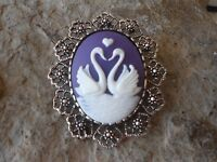 SWAN, SWANS, HEART CAMEO BROOCH / PIN / PENDANT - WHITE, PURPLE