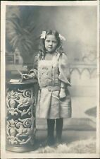 Young Girl Ornate Table Studio Hair Bows  RH.402