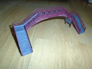 Skaledale Resin Passenger Footbridge for Hornby OO Gauge Sets
