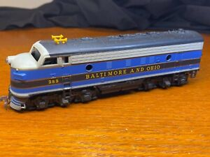 283 BALTIMORE & OHIO B&O EMD F7 / F9 POWERED DIESEL LOCOMOTIVE VINTAGE HO TYCO