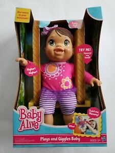 Baby Alive Plays and Giggles Baby Doll Reacts to your Movement Hispanic 2013