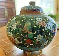 """Antique/Vintage Japanese Cloisonne  Lidded Jar. 3 feet. 4""""d,3.75""""h gold flecks"""