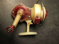 Rare Vintage Waltco Nyolite Bait caster Fishing Reel ~ Red ~ Dupont Nylon WORKS!