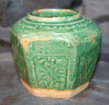 Antique Vert chinois émaillé poterie 6 faces avec empiècements vase ou ginger jar
