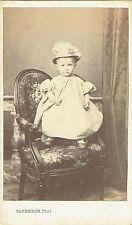 Photo cdv : Barberon ; Une enfant debout sur un fauteuil , vers 1865