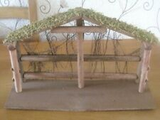 A FESTIVE HAND KNITTED FULL NATIVITY SET FOR XMAS. PLUS WOODEN STABLE.