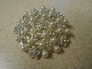 Round Flowers Brooch With A Imitation Pearl & White Stones
