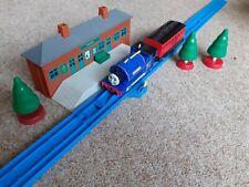 Tomy Trackmaster Thomas & friends train. MOTORISED SIR HANDEL & CARRIAGE