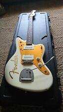 Fender Roadworn Jazzmaster, staytrem. Modified wiring. White with Gold. Hardcase