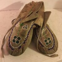 Vintage Native American Indian BrainTanned/Beaded Moccasins 4-Leaf Clover Glass