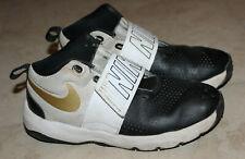 Nike Team Hustle Boy Black/White Athletic Shoes Sz: 4.5 Y