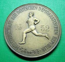 DDR Medaille - Plakette - Sport - Meisterschaft Leichtathletik Frauen - 1952