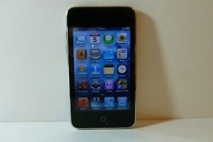 Apple iPod Touch 3rd Generation Black/Silver (32 GB) Media MP3 Player
